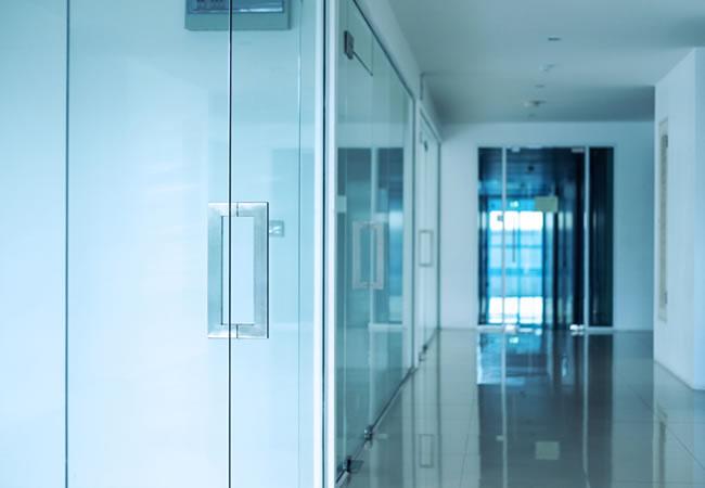 Glazen kantoordeur in mat glas